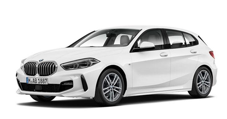 Ein Bild von einem weiß lackierten BMW 118i vor einem weißen Hintergrund.